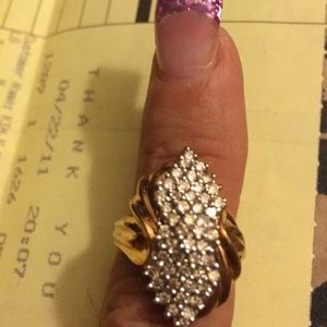 Jewelry - 💍💍💍 10KT GOLD & DIAMOND CLUSTER RING 💍💍💍